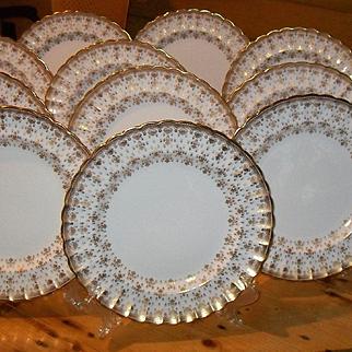 Elegant Spode Set of 12 Gold Encrusted Fleur de Lys Scalloped Dinner Plates