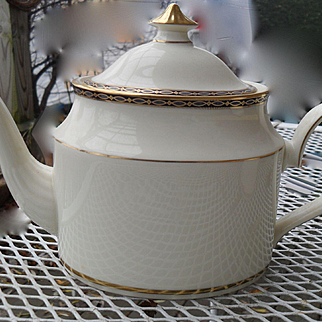 Minton — St James Pattern -- Pale Blue Ovals on Cobalt with Gold Teapot