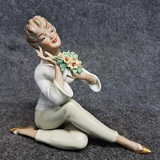 Vintage Wallendorf Mid Century Woman Sitting with Flowers Figurine