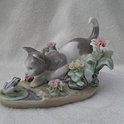 Lladro Figurine Kitty Confrontation Cat with Frog #1442