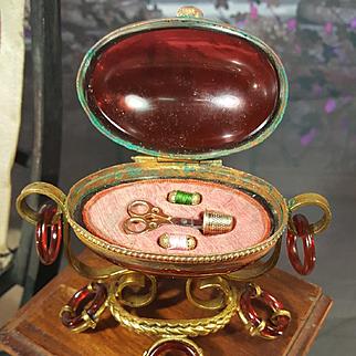 Early rar french miniatur robin glass,, seving egg ,, for fashion dolls