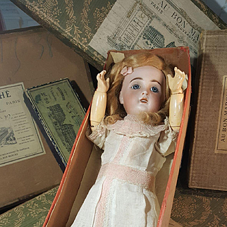 Nice Original Jumeau doll 1907 in her original sales of cloting