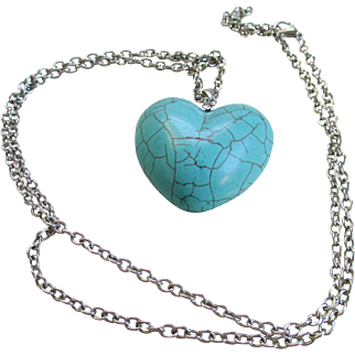 Collectible Imitation Turquoise/Heart Pendent and Chain