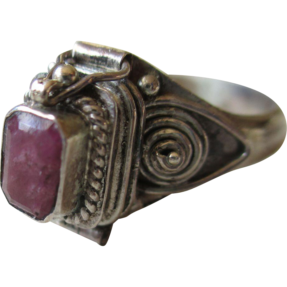 vintage 925 silver amethyst poison ring from