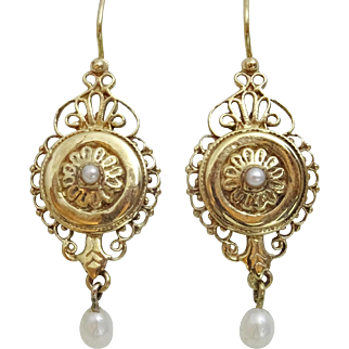 European Style handmade 9 karat Gold Earrings with Pearl
