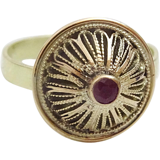 Vintage reassembled Ring, 14 and 9 Karat set with Ruby.