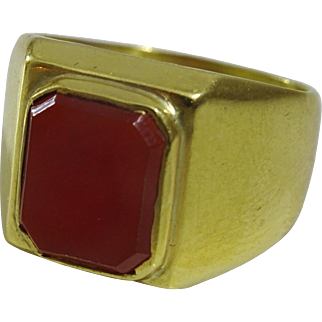 Vintage 18 karat Gold Ring set with a Carnelian