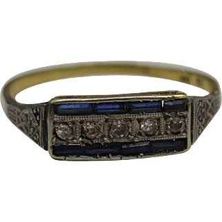 Stunning 18carat gold ad platinum diamond and sapphire ring of the art deco period