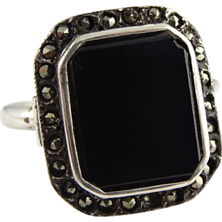 Stunning sterling silver art deco marcasite and onyx ring
