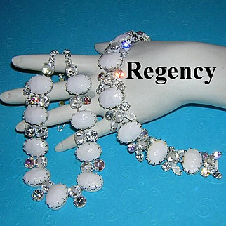 REGENCY Regal Wedding White Baroque Stones, Frosted & Striped Rhinestones Necklace & Bracelet