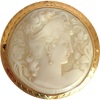 Round Cameo In Gold Pendant or Pin 14K