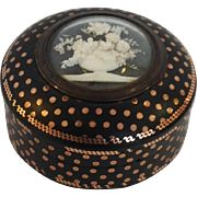Small Gold Pique Box with Shell Flowers 18th Century
