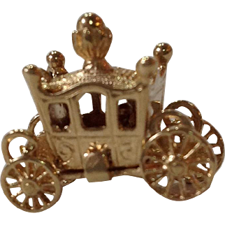 Royals Carriage Opening Charm English 9 Carat Gold