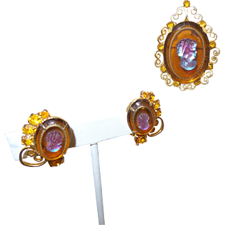 D&E Signed Celebrity Glass Cameo Brooch with Earrings