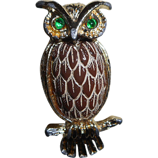 Vintage Green Eyed Owl Pin With Detailed Feather Carved Cabochon