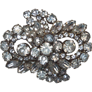 Vintage D&E Owl Design Brooch in Clear Rhinestones
