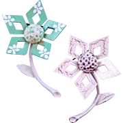 Duo of Geometric Vintage 60s Flower Pins - Sea Foam and White