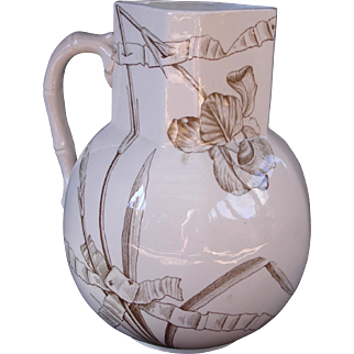 Large pitcher with Iris & ribbon pattern