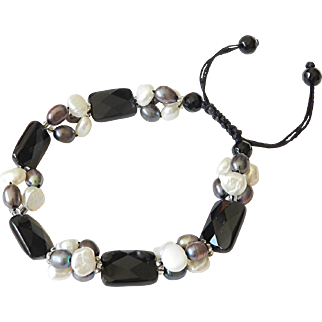 Black Onyx and cultured freshwater Pearls Bracelet