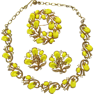 Vintage TRIFARI 1956 'Pebble Beach' Parure Necklace, Brooch, Earrings