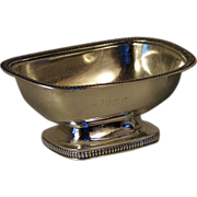 A matching pair of English Regency George III sterling silver basin-shaped table salts, London, 1804
