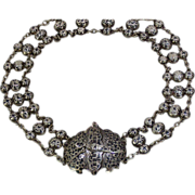 A late Russian Imperial silver and niello belt, Assaymaster, Anton Vasilyevich Richter, maker Mikhail Mikhailovich Dannovky, Astrakhan, 1899-1916.