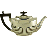 A George V sterling silver teapot, maker's mark for George Heath, London, 1913.