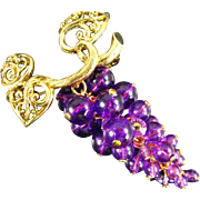 Vintage Bunch of Dangling Lucite Grapes Violet/Purple Color with Gold Tone Metal Grape Vine Leaves Avon Pin Brooch