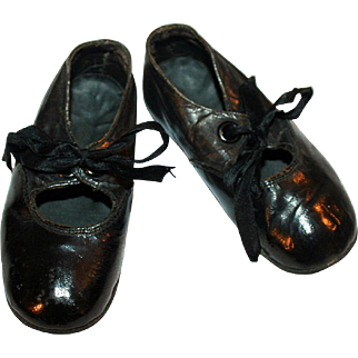 Antique Shoes for a Little Girl ~ Black Leather w/ Silk Satin Ribbon Ties c1896