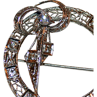 Art Deco Brooch in Diamonds and 14kt White Gold c1925