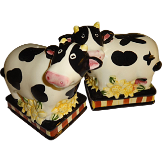 Black and White Cow's Salt and Pepper Shakers