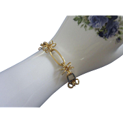 Sweet Vintage Gold Tone Looped Flowers Bracelet