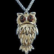 Delightful Vintage Articulating Gold Tone Owl Pendant Necklace