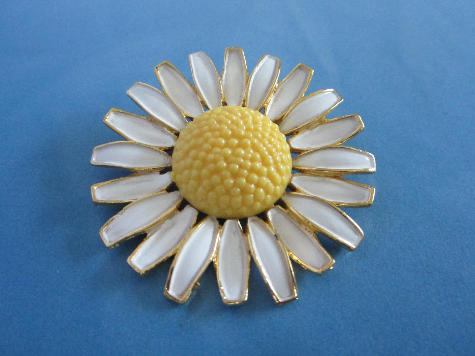 Vintage WEISS Enamel Daisy Flower Pin ~ REDUCED! from sunnygirls on ...