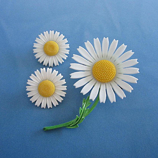 Perky Vintage Daisy Flowers Pin, Earrings Set with Enamel and Plastic Petals