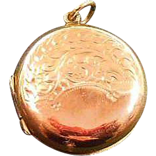 9 Karat Rose Gold B&F Photo Locket Circa 1910-25