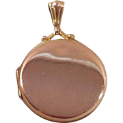 English Hallmarked Solid 9 Karat Gold Photo Locket, 1915