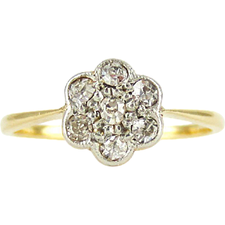 Antique Daisy Engagement Ring, Diamond Flower Shape Cluster Ring in Floral Shape in 18 Carat & Platinum, Circa 1900s.