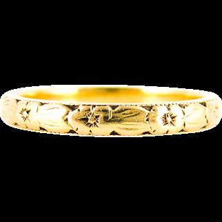 Mid Century 22ct Engraved Wedding Ring, Ladies Flower & Leaf Design Narrow Gold Band. Circa 1960s, Size O / 7.25.