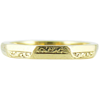 Mid Century Engraved Wedding Ring, 9 Carat Yellow Gold Faceted Band. Circa 1950s, Size M.5 / 6.5.