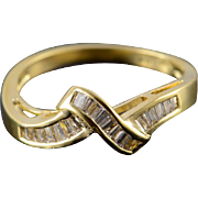 18K 0.50 CTW Diamond Knot Baguette Inset Wedding Band Ring Size 6.75 Yellow Gold