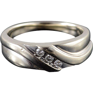 14K Diamond Three Stone Inset Wavy Grooved Band Ring Size 8.25 White Gold