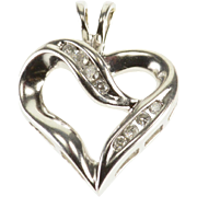 14K Wavy Curvy Diamond Channel Inset Heart Pendant White Gold  [QPQX]