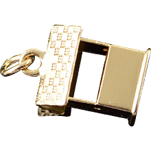 14K Well Cover Wishing Outhouse Charm/Pendant Yellow Gold  [QPQC]