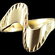 10K Swirl Zig Zag Ribbed Ring Size 4.75 Yellow Gold