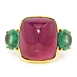 Vintage Sugarloaf Ruby 3 Stone Ring with Tsavorite Garnets in 18K Gold 24.00ctw