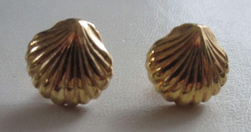 Bijoux Vintage Christian Dior : Vintage christian dior golden shell pierced earrings