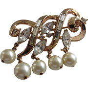 Crown TRIFARI Gold Plated Swirl Brooch with Clear Rhinestones and Simulated Pearl Dangles, early 1960's