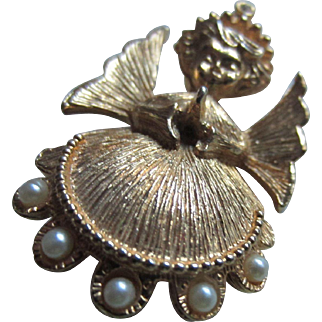 Sweet Christmas Angel with Simulated Pearls Brooch