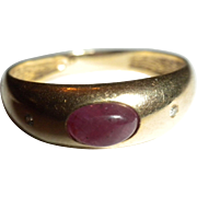 VINTAGE 14kt Yellow Gold Natural Ruby Cabochon & Diamond Band RING